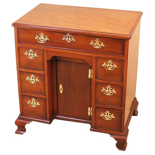 Georgian 18th Century Mahogany Kneehole Desk